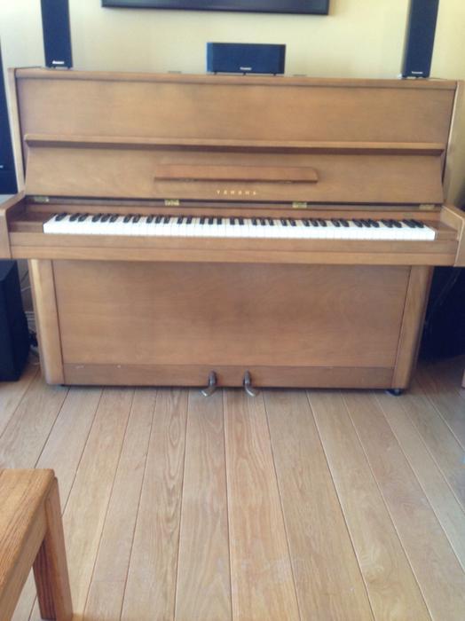 Yamaha upright piano central saanich victoria for Yamaha piano store winnipeg