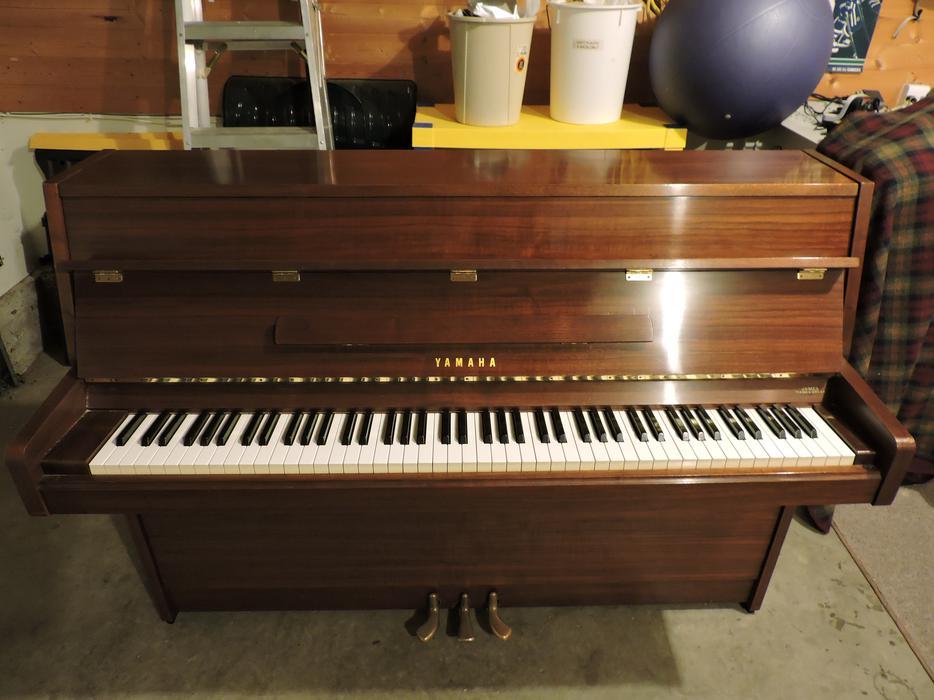 Yamaha upright piano saanich victoria for Yamaha piano store winnipeg