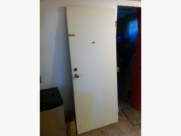 Solid wood exterior door 32 x80 100 obo victoria city for 100 doors door 32
