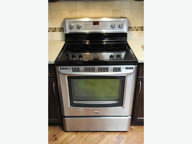 Maytag Stainless Glass Top Stove Saanich Victoria