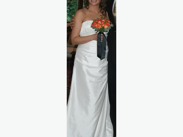 Wedding dress west shore langford colwood metchosin for Used wedding dresses victoria bc