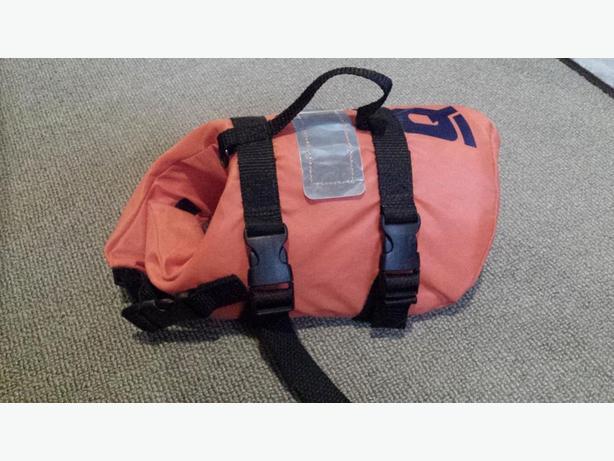 Veste de sauvetage pour chien / Dog life jacket