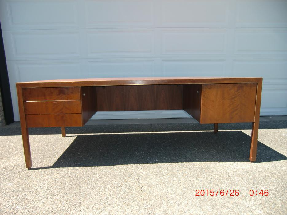 Excellent Large Desk Outside Nanaimo Nanaimo