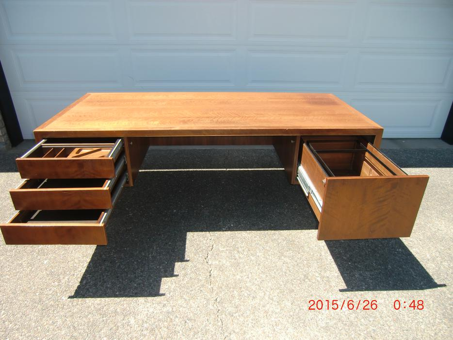 Simple Buy Or Sell Desks In Nanaimo  Furniture  Kijiji Classifieds