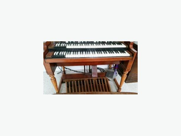 Vintage b series hammond organ north saanich sidney for Classic house organ bass