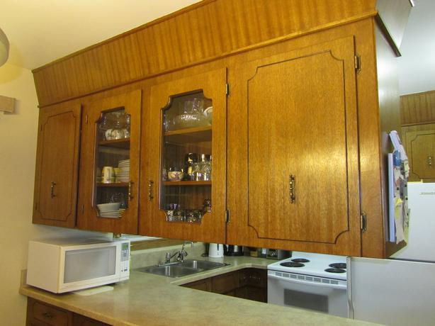 Mahogany kitchen cabinets north regina regina for Kitchen cabinets regina