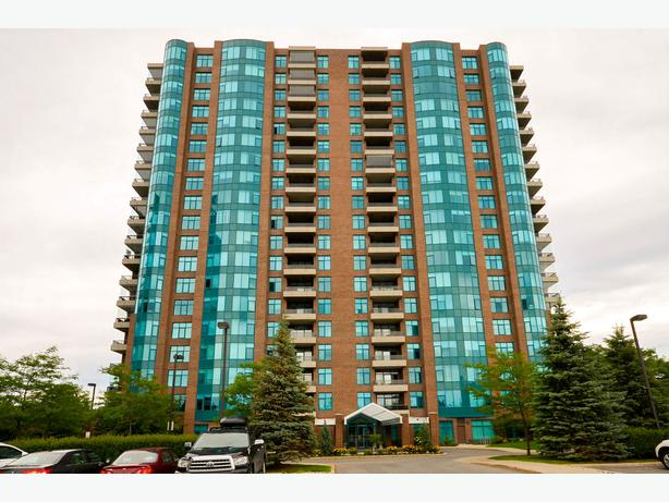 Luxury living at its finest! 3580-1601 Rivergate Way
