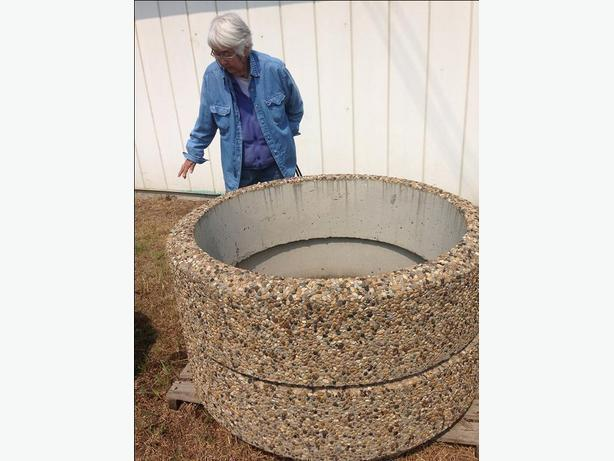 CONCRETE FLOWER BED EXPOSED AGGREGATE FINISH