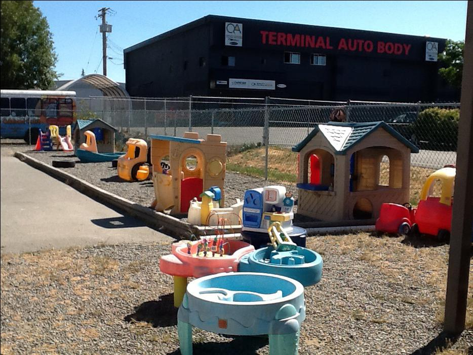 Daycare Furniture Daycare Contents Garage Sale Pricing Sat Outside Nanaimo Parksville