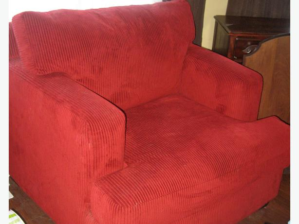 comfy oversized chair must go nepean ottawa