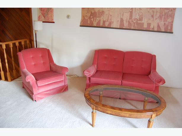 2 piece pink sofa set cowichan bay cowichan for Pink sofa login