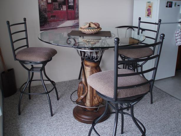 Dining table and 4 swivel chairs esquimalt view royal for Dining room table with swivel chairs