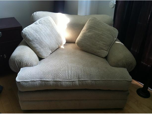 big and comfy chair w big ottoman it fits 2 aylmer sector quebec
