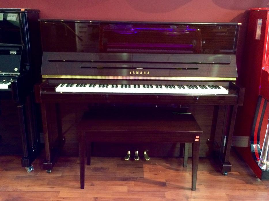 Beautiful polished yamaha upright piano north vancouver for Yamaha piano store winnipeg