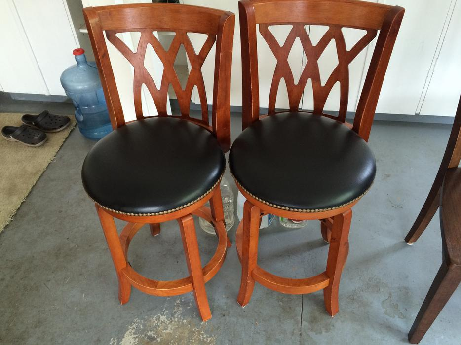 Bar Stools and wood chairs Saanich Victoria : 47893860934 from www.usedvictoria.com size 934 x 700 jpeg 82kB