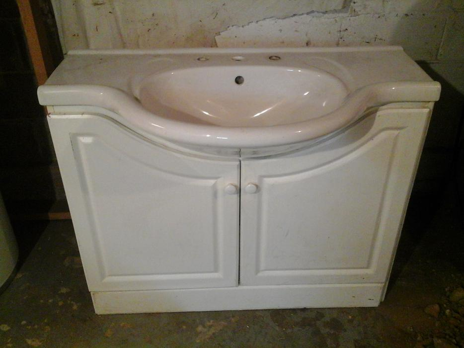 Bathroom sink and cabinet central nanaimo nanaimo for Bathroom cabinets nanaimo