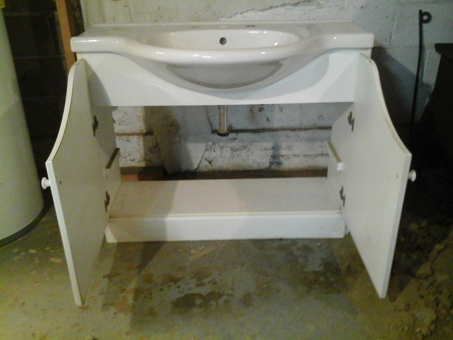 Bathroom sink and cabinet central nanaimo parksville for Bathroom cabinets nanaimo