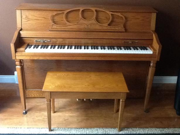 Free Apartment Size Wurlitzer Piano Nice And Small