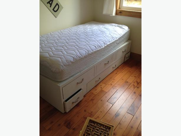 Free twin size drawer base captains bed duncan cowichan for Twin bed base with drawers