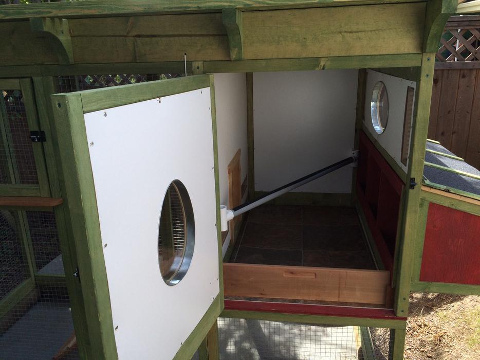 Mouse Proof Dog Door : Deluxe chicken coop or outdoor cat house saanich victoria