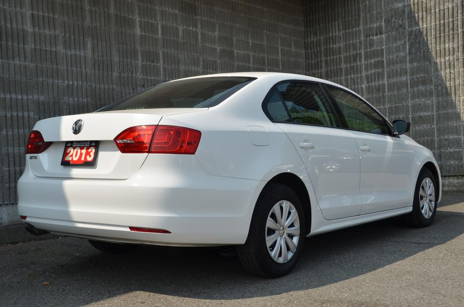 2013 volkswagen jetta 2 0l trendline a6 outside victoria. Black Bedroom Furniture Sets. Home Design Ideas