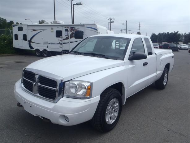 2006 dodge dakota slt club cab short box 4wd with tonneau cover outside calgary area calgary. Black Bedroom Furniture Sets. Home Design Ideas