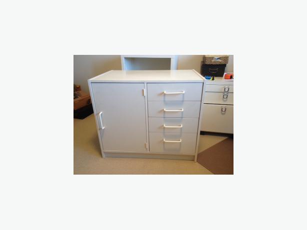 White Ikea Desk Unit Victoria City Victoria Mobile