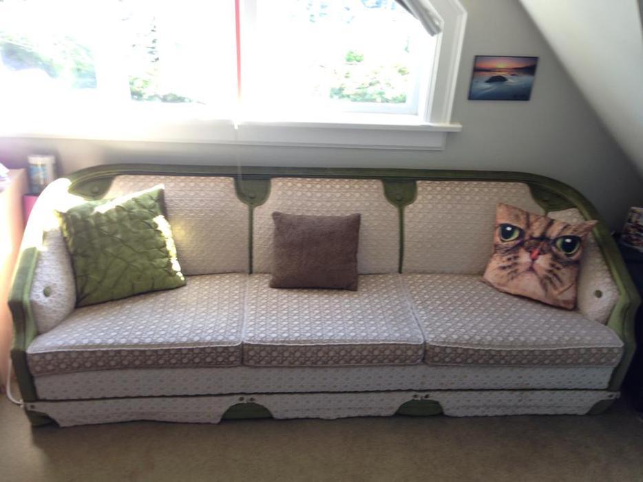 Reduced Vintage Style Three Piece Sofa Set Oak Bay  : 47990707934 from www.usedvictoria.com size 934 x 700 jpeg 64kB