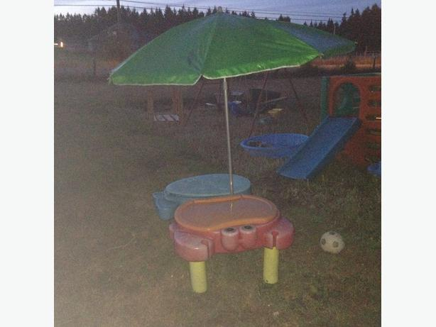 sand and water table with umbrella duncan cowichan. Black Bedroom Furniture Sets. Home Design Ideas