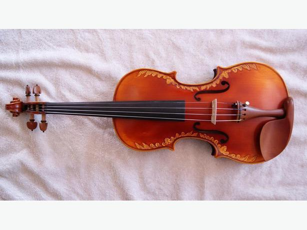 Nicely Carved Hand Made Violin Fiddle