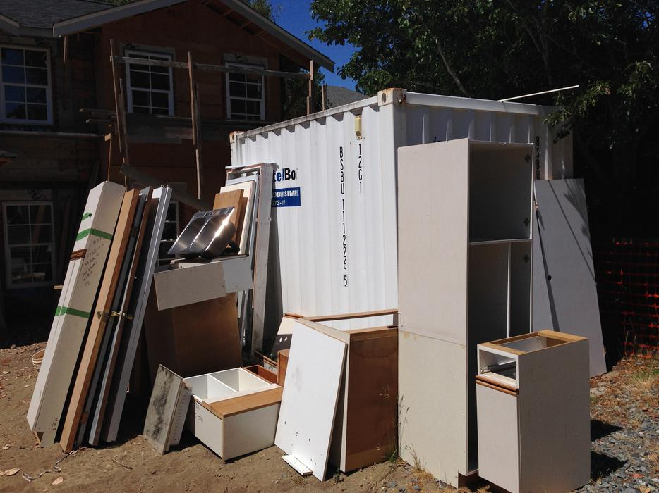 Free kitchen cabinets including doors victoria city for Kitchen cabinets york region