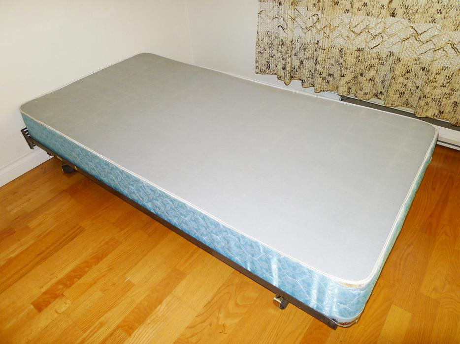 Twin Size Mattress And Matching Box Spring Delivery Available Saanich Victoria
