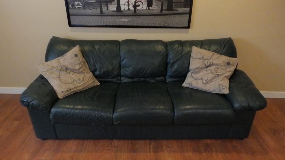 2 piece matching leather sofa and love chair forest green oak bay victoria. Black Bedroom Furniture Sets. Home Design Ideas