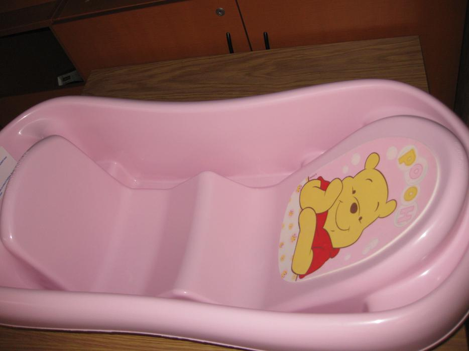 pink winnie the pooh 3 in 1 bath tub saanich victoria mobile. Black Bedroom Furniture Sets. Home Design Ideas