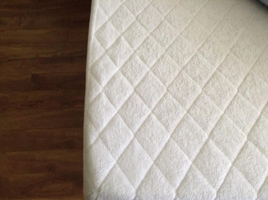 Half Price Queen Size Memory Foam Mattress Topper With