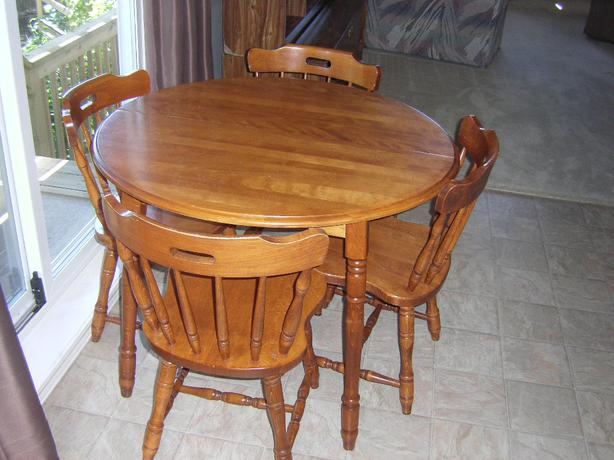 Dining room table set saanich victoria for Dining room tables victoria