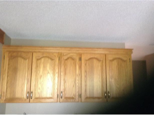 Oak kitchen cabinets east regina regina for Kitchen cabinets regina