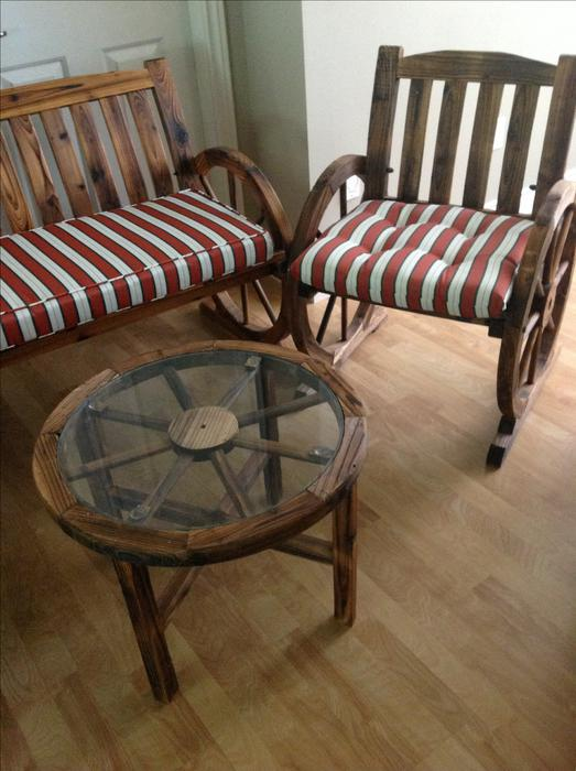 Hickory Western Wagon Wheel Patio Furniture With Pads