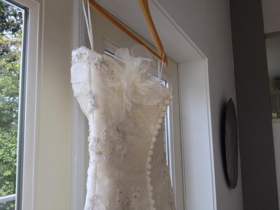 Obo wedding dress la sposa central saanich victoria mobile for Used wedding dresses victoria bc