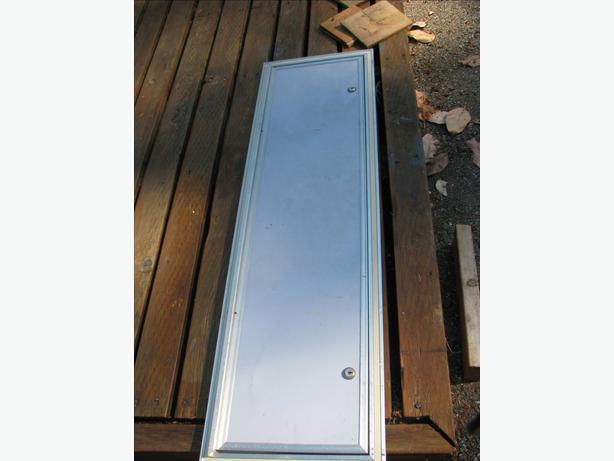 storage compartment door outside nanaimo nanaimo mobile. Black Bedroom Furniture Sets. Home Design Ideas