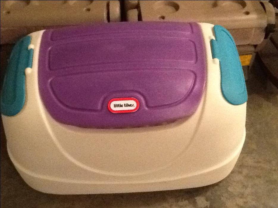 little tikes toy box white with purple lid 2