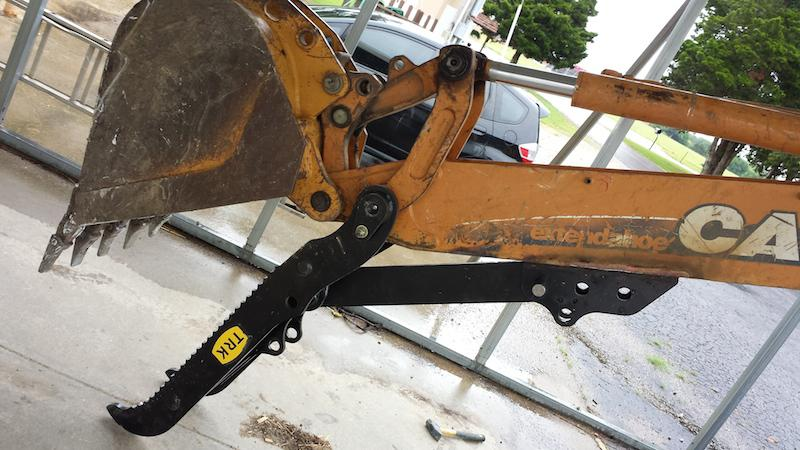Case 580 Backhoe >> Manual or Hydraulic Thumb for Case 580/590 Backhoe Outside ...