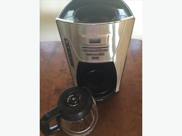 Black And Decker Coffee Maker Cm1300sc : Black and Decker 12 cup Programmable Coffee Pot Campbell River, Campbell River - MOBILE
