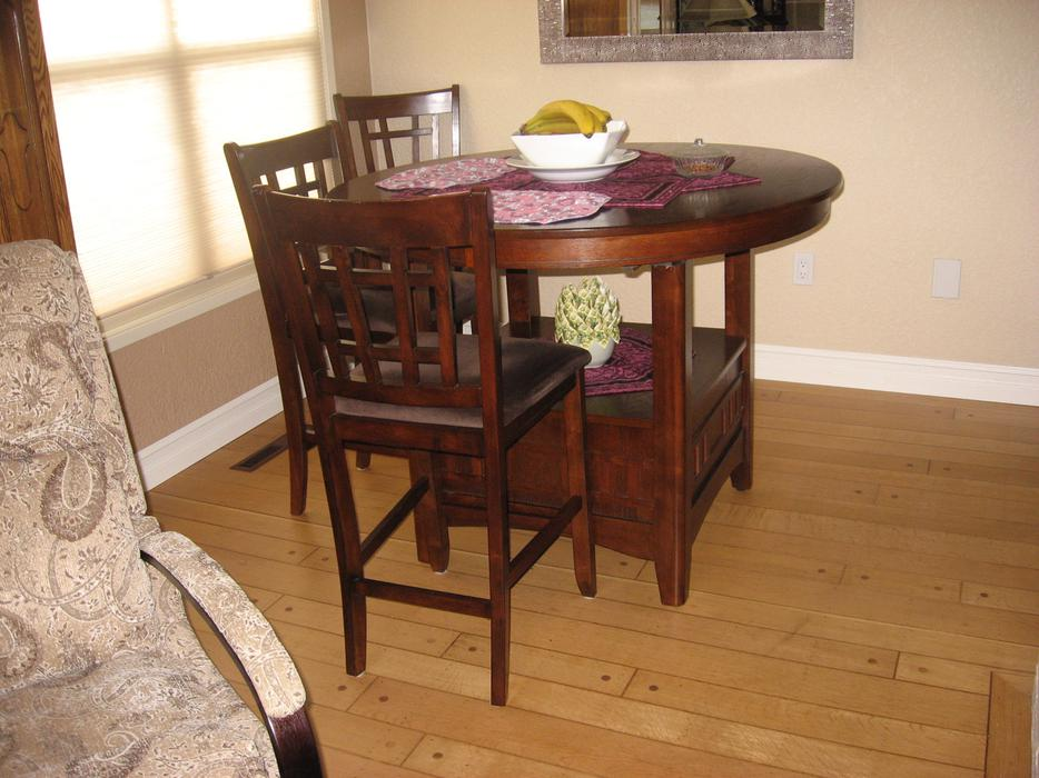 PUB STYLE DINING ROOM TABLE & SIX CHAIRS Victoria City