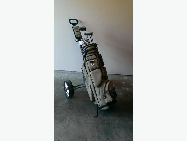 Men's RH Golf clubs, Bag and Pull cart