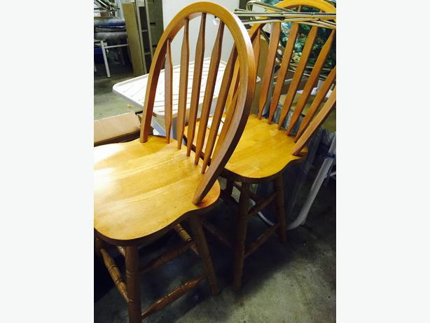 Swivelling Oak Bar Stool Campbell River Courtenay Comox