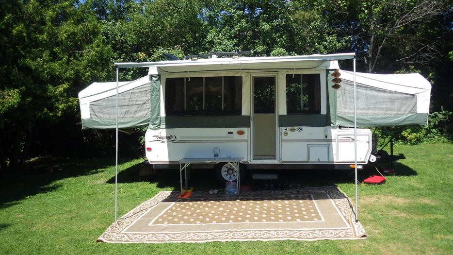 Reduced Price 2005 Large Flagstaff Tent Trailer In