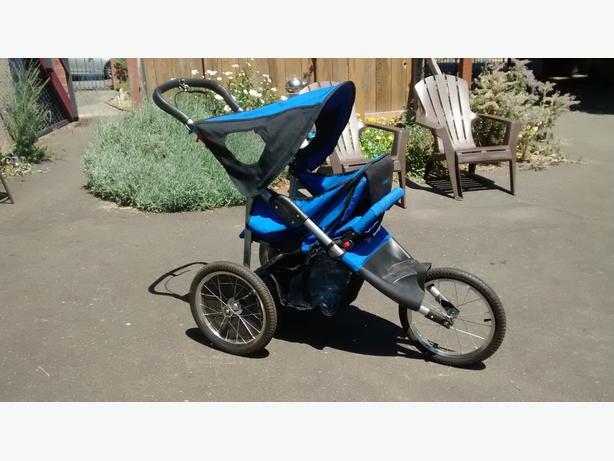 SAFETY FIRST Jogging stroller forward and rear facing Oak Bay ...