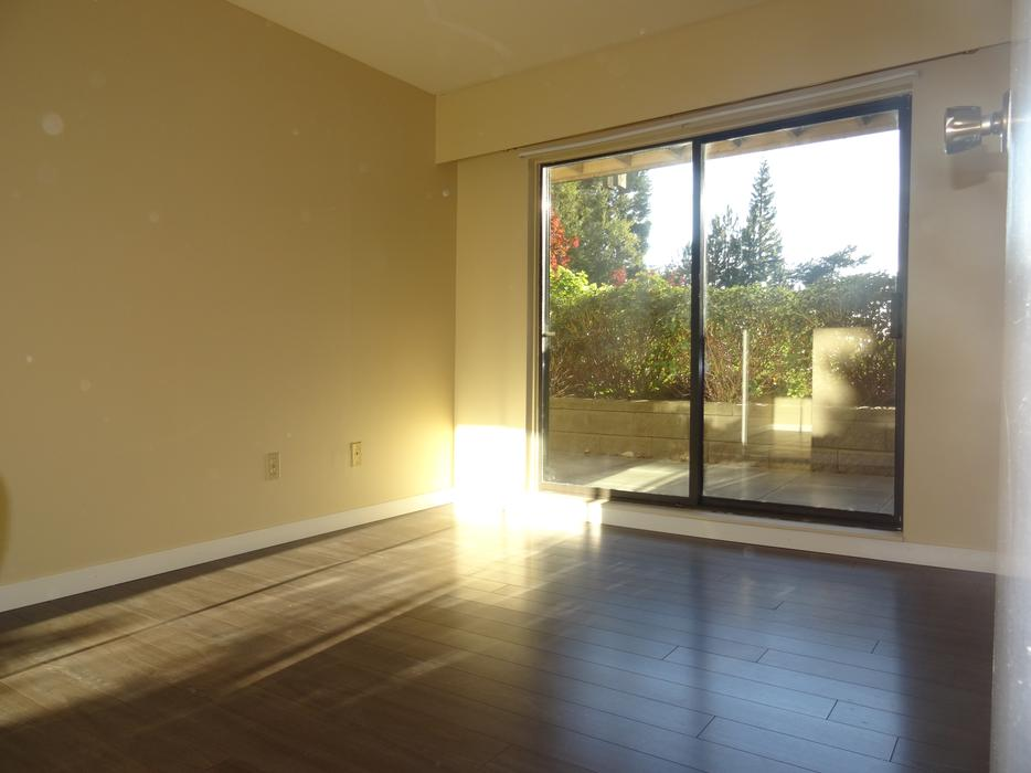 Renovated 2 bedroom and 1 bathroom condo for rent victoria for Bathroom for rent