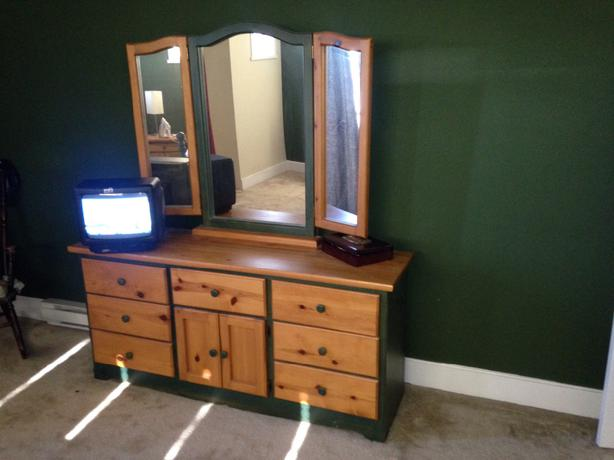 Country style solid pine bedroom suite north saanich for Country style bedroom suites